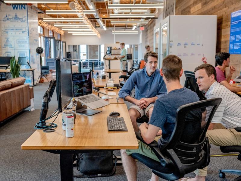 """TOP 3 ekspertus nustebinę """"TechHub"""" startuoliai: nuo virtualios realybės turizmui iki ekologinių katastrofų prevencijos"""